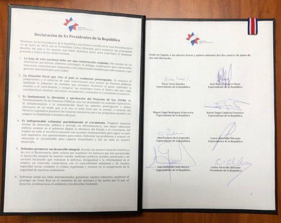Declaración aprobada y firmada por el presidente y expresidentes de Costa Rica, para trabajar de manera mancomunada en el tema fiscal / Foto: Presidencia de Costa Rica