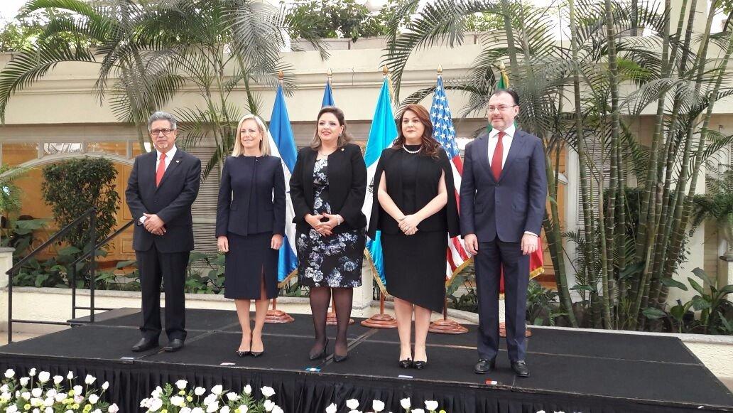 Foto oficial de la reunión de Cancilleres, ministros y secretarios de Seguridad, reunidos con el objetivo de definir estrategias conjuntas en materia migratoria, tráfico ilícito de migrantes y seguridad regional